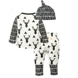 3 teile / satz INS Weihnachten Kinder Kleinkind Kinder Langarmshirts Elch Muster T-shirt + Streifen Hosen + Hut Outfits Schwarz Weiß Kleidung von Fabrikanten