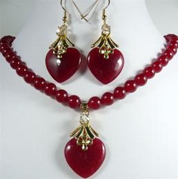 Lila jade perlenkette online-Großhandel billig 11 Farben! grün / lila / rot jade / weiße perlenkette + herz anhänger ohrring set