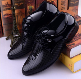 Wholesale Low Heels Wedding Shoes - 2017 New Business Luxury Dress Patent Leather Wedding Shoes Man,Rubber Soles Pointed Toe Spring Autumn Mans Derby Shoes Leather