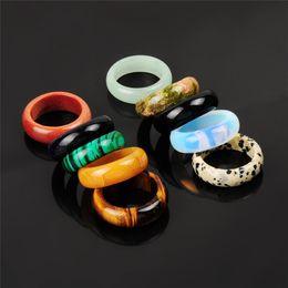 Opal stein finger online-Männer frauen Mixed Zufällige Farbe Naturstein Dalmation Jaspis Onyx Tigerauge Finger Ring Opal Grün Aventurin Band Ring für Frau männlich
