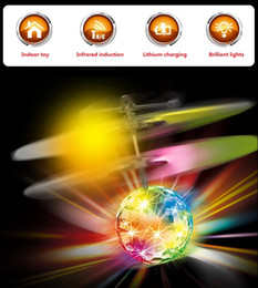 Wholesale Flying Ufo - New Easy Operation Flying Ball Infrared Sense Induction Mini Aircraft Wholesale Stall Hot Sensing Transparent UFO Toys for Kids Flash light