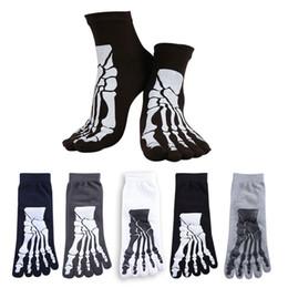 skelett knochen druck Rabatt Neue Großhandel-5 Farben Punk Rock Männer 3D Print Terror Skeleton Zehensocken Hip Hop Scary Schädel Fünf Finger Odd Sox Knochen Männlichen Sport