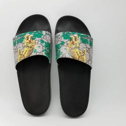 Wholesale Boy Slippers - 2017 luxury men summer outdoor beach slip sandals boys fashion designer leisure slipper slippers thick feet size EU 40-45