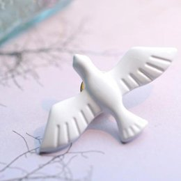Wholesale Brooch Doves - Wholesale- Korean Literary Fresh Vintage White Dove Of Peace Dove Brooch Corsage Collar Pin Badge Jewelry Wholesale Brooches For Women