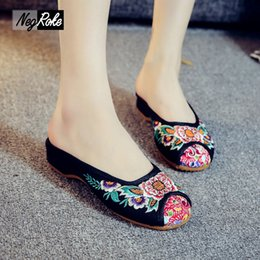 Wholesale Sexy Flat Comfortable Shoes - New summer fashion sunflower embroidery Chinese style sexy women slippers shoes canvas comfortable leisure shoes slides