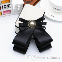 Wholesale Ribbon Pins - 2017 Brooches For Broche Zinc Alloy New Hot Bowknot Brooch And Shirt Bow Tie College Wind Collar Needle Ribbons Fabric Corsage