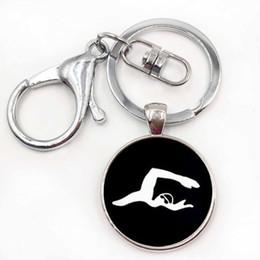 2020 equipo de cadena Más reciente joyería casual natación llavero encanto minimalista natación hombres arte silueta llavero equipo deportivo regalo equipo de cadena baratos