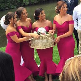 Heißes rosa hallo kleid online-Hot Pink Trompete Plus Size Brautjungfernkleider Schulterfrei Satin Hallo-Lo Satin 2017 Günstige Moderne Einfache Trauzeugin Kleid für Hochzeit