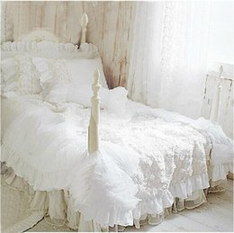 Weiße spitzenbettwäsche-sets online-Großhandels- Hot 4pcs / set Romantische weiße Spitze rosafarbene Bettwäsche stellte Prinzessiebettbedeckungs-Sets Bettwäsche für Hochzeitsbettwäsche-Luxuxschlafzimmertextil ein