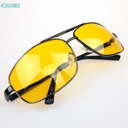 2019 al por mayor noche gafas de conducción Hombres del estilo al por mayor-clásico desgaste del ojo del muchacho Glasses Driver HD alta definición Night Driving Vision gafas de sol rebajas al por mayor noche gafas de conducción