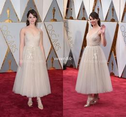 Prêmios vestido oscar on-line-2020 Oscar Award Vestidos Longos Felicity Jones Em Lantejoulas Vestidos De Noite A Linha De Tornozelo Comprimento Tulle Apliques Celebrity Dress Sparkly