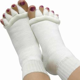 Argentina Al por mayor-1Pair calcetines para los talones separadores del dedo del pie dedos Massager cinco calcetines del dedo del pie cuidado de la piel del pie para mujer calcetines femeninos Pediture Suministro