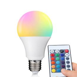 Decorazioni di natale telecomando online-E27 RGB LED Lampadina 3W 5W 7W Lampada a LED Luce 220 V 110 V LED RGB Lampada 16 Colori IR Telecomando Casa Decorazione natalizia