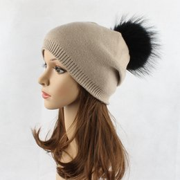 peles tingidas Desconto Chapéu de lã de alta qualidade senhoras outono e inverno tingimento de pele de guaxinim bola de tricô chapéu chapéu de inverno ao ar livre quente preto bola de cabelo