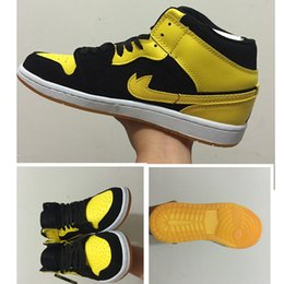 Wholesale Athletic Footwear Sports Shoes - New Love Retro 1 basketball shoes sneaker men black yellow outdoor athletic sports Air 1s women footwear high top size 36-47