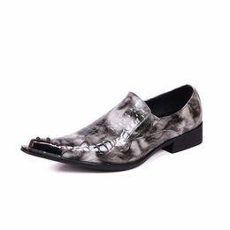 Scarpe in pelle verniciata grigia online-Nuovi Scarpe da uomo in pelle verniciata grigia Slip On Scarpe oxford in metallo Punta a punta Chaussure Homme Scarpe da sera alla moda