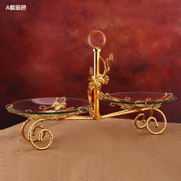 Bolo de casamento pilar on-line-Três bandejas do bolo da fruta das placas da fruta do vidro com a decoração do carrinho do pilar do metal para o banquete de casamento