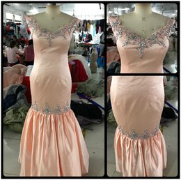 Wholesale Real Photo Peach Dresses - Real Photos Elegant Bridesmaid Dresses Mermaid V Neck Peach Pink Satin Long Wedding Party Gowns With Lace Appliques Beaded Custom Made Size