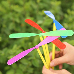 Wholesale Dragonfly Propeller - Wholesale-Free Shipping 12pcs Novelty Plastic Bamboo Dragonfly Propeller Outdoor Toy Kids Gift Flying