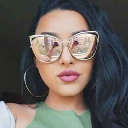 Wholesale Sexy Mixed Big Woman - Wholesale-Vintage Women Cat Eye Sunglasses Fashion Sexy Celebrity Female Shades Retro Cateye Big Hollow Metal Mirror Sun Glasses UV400