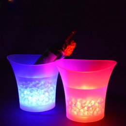 Wholesale Wholesale Bucket Led - 5L Waterproof Plastic LED Ice Bucket Color Changing Bars Nightclubs LED Light Up Champagne Beer Bucket Bars Night Party