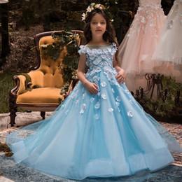 Vestido de noiva applique gelo on-line-Ice Blue Sheer Neck Flower Girl Vestidos para Wedding White Flora Appliques Vestido de festa de meninas Vestido de festa de aniversário infantil nas costas oco