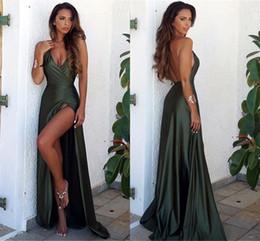 Tappeto verde cacciatore online-Hunter Green Sexy Backless Prom Dresses 2017 Scollo a V alto Abiti da sera spaccati Cheap Red Carpet Fashion Wear Long Party Dress