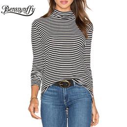 черная белая полосатая футболка Скидка Wholesale- Benuynffy Autumn New Women Fashion Turtleneck T-Shirt Black and White Striped Tshirt Women Long Sleeve Casual Tees Tops T733