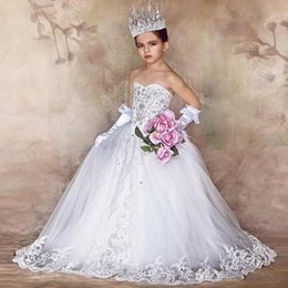 Wholesale Kids Fashion Wedding Dresses - White Princess Flower Girls Dresses Custom made Runway Fashion Pageant Gowns with Bow Lace Beads Beauty 2017 Luxury Kids Wedding Dress