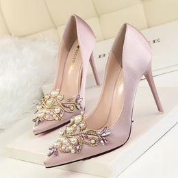 Wholesale Elegant Diamond Shoes - 2017 New Bestselling Shoes Woman Pumps European Elegant Banquet Shoes Pointed Toe Women Pearl Diamond High Heels Shoes 2586-38