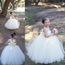 Wholesale Girls Puffy White Bridesmaid Dress - Baby Princess Flower Girl Dresses for Weddings Party First Communion Dress Long Puffy Toddler Bridesmaid Kids Formal Tulle Floor Length Gown