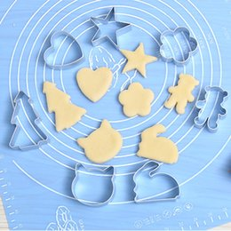 Wholesale Oven Cake Molds - Small cake molds love - shaped abrasive cartoon biscuit mold creative home baking tools oven molds cookie cutter