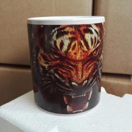 Atacado-cor preta mudando caneca mágica canecas de cerâmica cerâmica sublimação branco copos impressão com imagens de tigre cheap wholesale coffee mugs printed de Fornecedores de canecas de café por atacado impressas