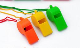 Brinquedos cheerleading on-line-Atacado Chegada Nova Cheerleading Apito De Plástico Cor Pura Apitos Crianças Brinquedos Acessórios Do Jogo de Esportes