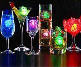 USB mini led luce notturna cubetti di ghiaccio simulazione / romantico ghiaccio Nightlight LED luce su lampada partito Xmas bianco / blu / rosso / multicolor Xmas decorare cheap blue led ice cube lights da luci blu cubo ghiaccio a cubetti fornitori