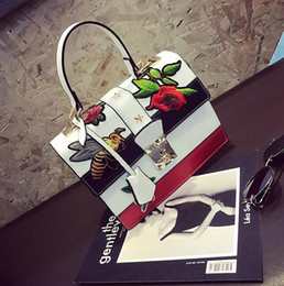 Wholesale Embroidered Flower Bag - outlet wine god bump the new vogue female bag summer flowers bees embroidery handbag euramerican fashion embroidered leather handbag