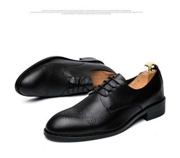 Wholesale Hot Cheap Leather Dresses - Men Carve Brogue Formal Shoes Low Top Mens Wedding Shoes British Fashion Cheap Brogue Shoes Men Flats Hot Sale 2017 Stylist Shoe