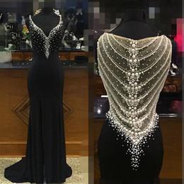 Vestido perla negro v espalda online-Vestido de fiesta largo y sexy 2019 Vestido de noche de sirena negro Cuello en V sexy Perlas con cuentas de gasa Vestidos de fiesta brillantes con espalda transparente