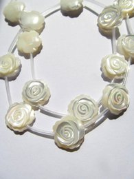 Argentina 2 strands 30pcs 8-15mm Hechos a mano blanco MOP granos de flores de Rose Blanco madre de perla tallado granos de flores de Rose Suministro