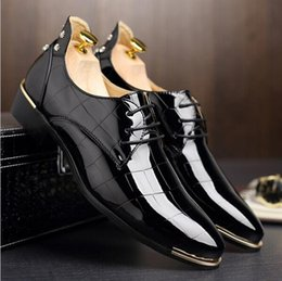Wholesale Korean Oxford Shoes - size 37-47 Korean version trend men rivets oxfords Fashion lace up pointed toe patent leather shoes Casual rubber men shoes Z262
