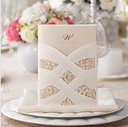 Muestra de tarjetas online-Al por mayor-1 muestra elegante blanco y rojo vinculado cinta oro brillante boda invitación tarjeta con sobres y sellos