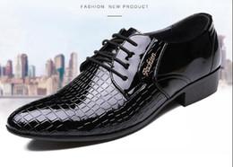 Wholesale Texture Dress - British Style Pointed Men Dress Shoes Breathable Crocodile Texture Men Pattern Shoes Fashion Lace Ups Flats