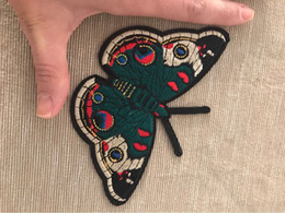 eisen bestickte flecken schmetterling Rabatt Der Kaiser Schmetterling Patches Stickerei Patch für Eisen auf gestickten Abzeichen Aufkleber DIY Bekleidung Applique Zubehör