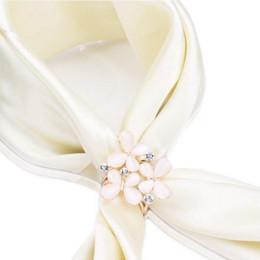 Корейский цветок очарование онлайн-Wholesale- 1pc Korean Fashion Simple Women's Beauty Butterfly Flower Rhinestone Scarves Clip Shawl Buckle New Charming Gift Jewelry
