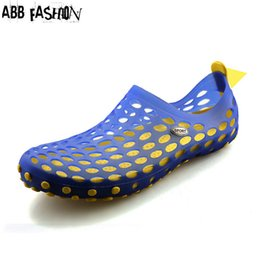 Wholesale Fabric Clogs - Wholesale-2016 Summer New Cut-out Slippers Couple Sandals Mules and Clogs Garden Shoes for Men Breathable Detachable Massage Beach shoes