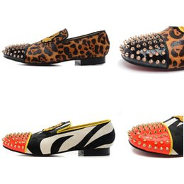 scarpe per leopardo Sconti Slip-on Mocassini Uomo Leopard Real Horsehair Spooky Flat Party Shoes Per Uomo Donna Dynodent Gold Spikes Toe Red Bottom Sneakers