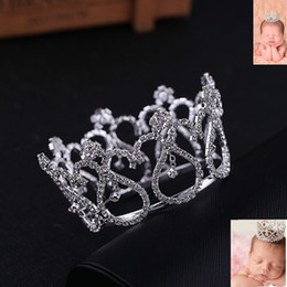 Bridal Wedding Party Jewelry Baby Tiara Rhinestone di cristallo Mini corona rotonda foto neonato capelli all'ingrosso gioielli Diademi e corone da mini corona del rhinestone all'ingrosso fornitori
