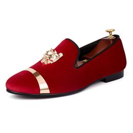 Zapatos de vestir de hombre de oro rojo online-Harpelunde Slip On Men Dress Zapatos de boda mocasines de terciopelo rojo con oro de la placa envío gratis tamaño 7-14
