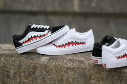 Wholesale Round Mouth - Easy Fashion VAN x 17SS SHARK MOUTHS XH51 old skool Classic black white men and women Casual Shoes sneakers skateboard shoes 35-44