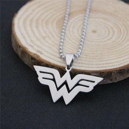 Wonder Woman Necklace Series de Películas DC Comics Superhero W Logo Colgantes de Acero Inoxidable desde fabricantes